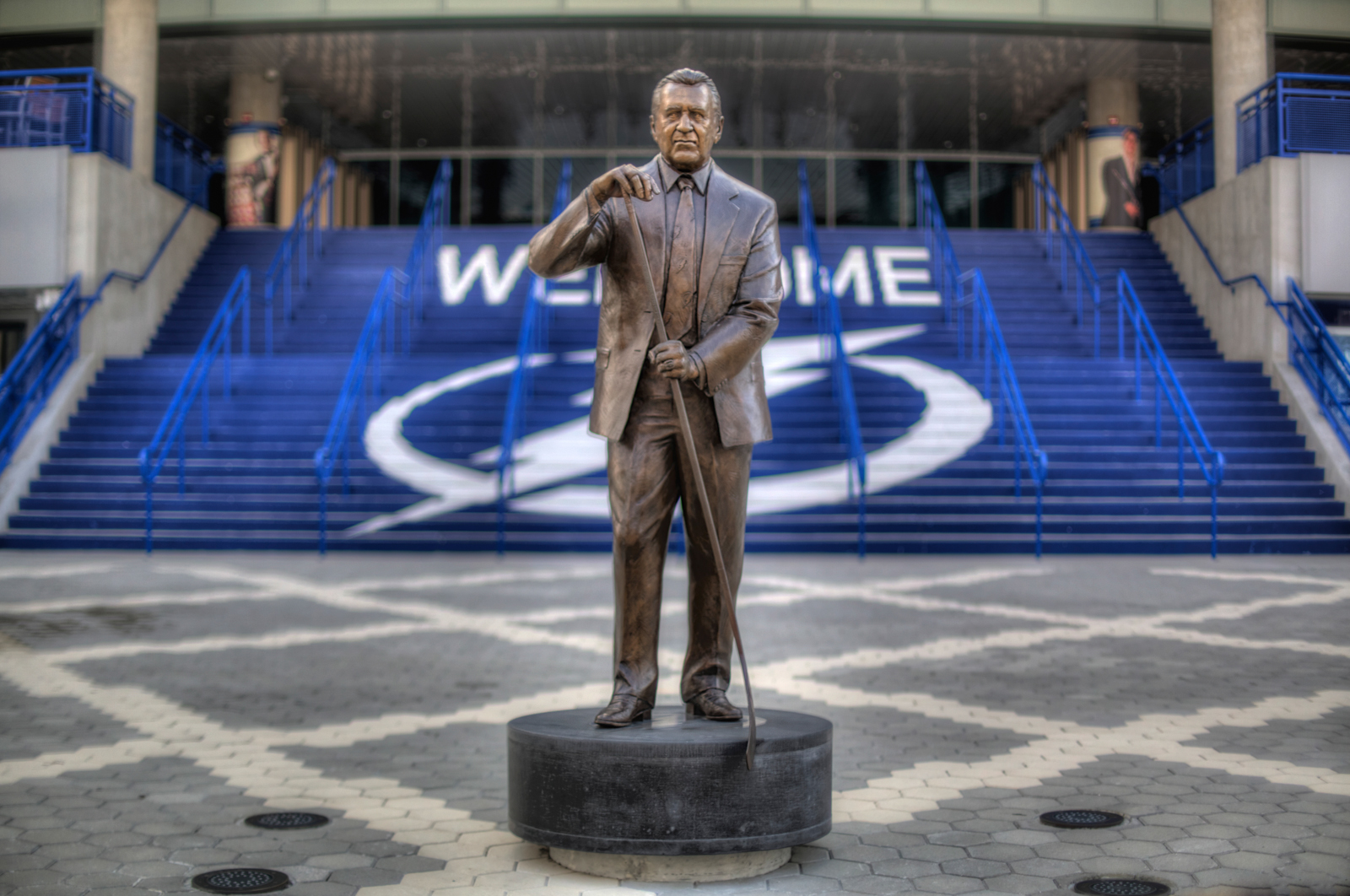 Phil Esposito Statue Narrow DOF