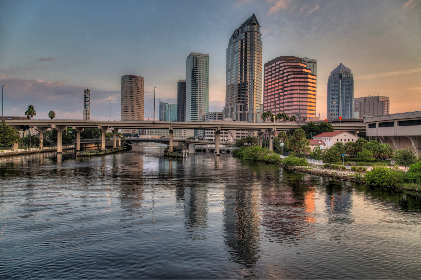 Tampa – Platt Street Bridge Sunrise and Suntrust Statue