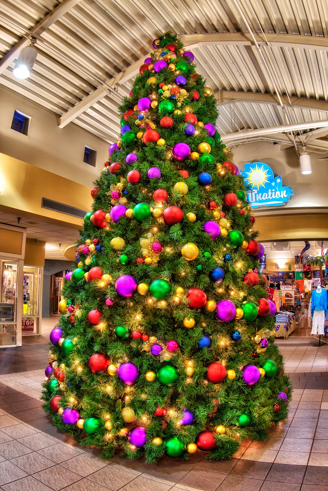St petersburg pier christmas tree