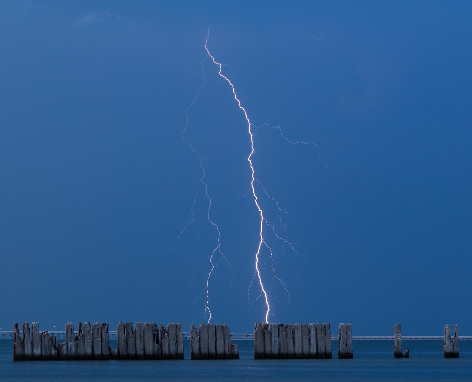 Gandy Lightning 1