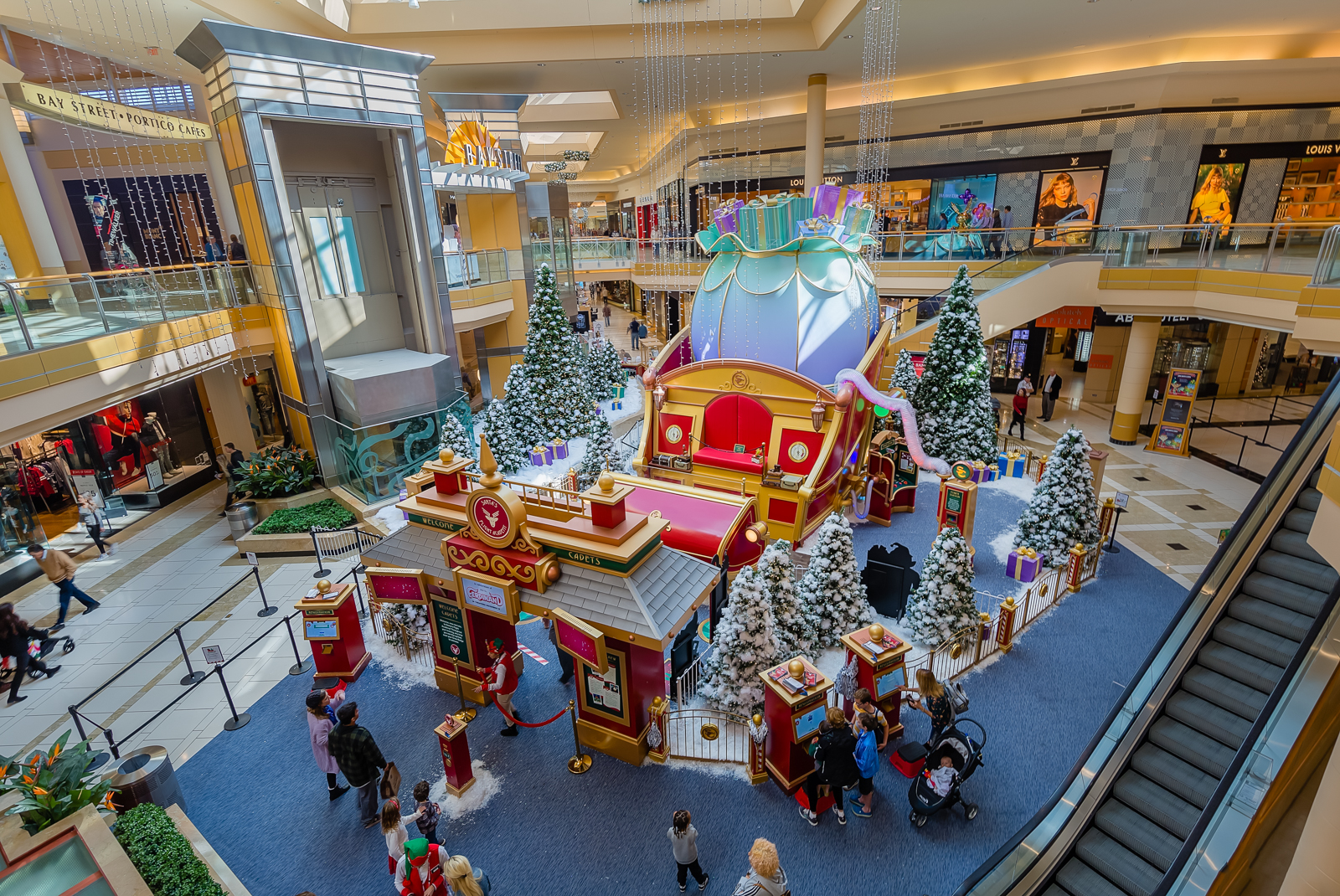 International Plaza, in partnership with Cherry Hill Programs, has established the dominant sensory friendly program for this special audience because Santa welcomes individuals of all ages and abilities.