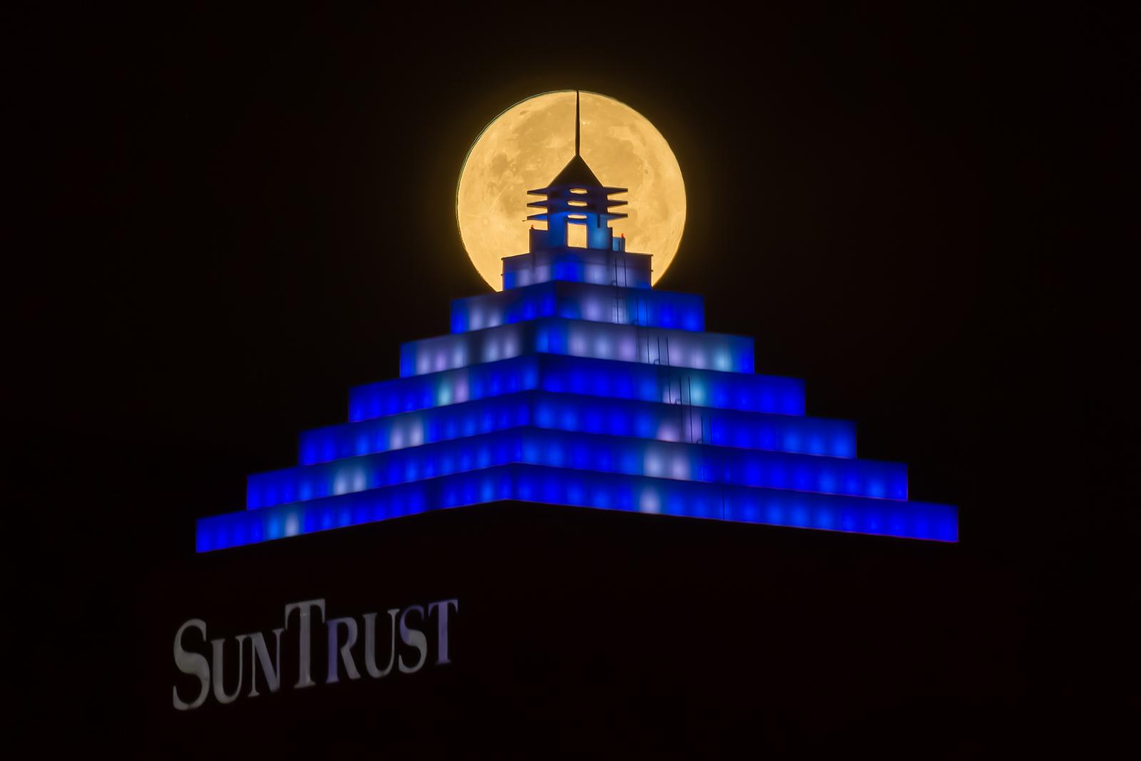 Supermoon on Suntrust Bolt