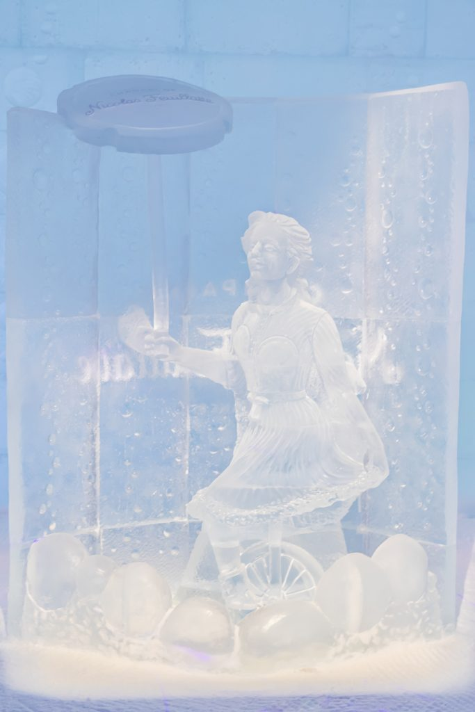 Ice Carving in Hotel de Glace